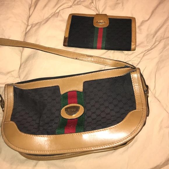 c6a086d3f Gucci Handbags - Gucci Shoulder Bag w / Matching Wallet